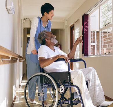 Томские студенты смогут проходить практику в домах-интернатах для престарелых и инвалидов